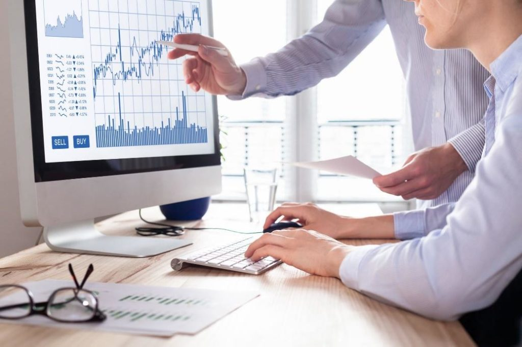 Investors' expectations influence currency trading