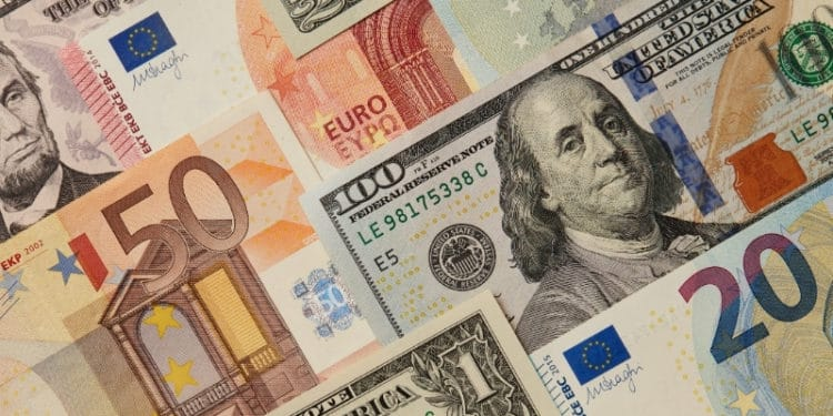 EUR/USD Falls After Strong US and EU Manufacturing PMI Data